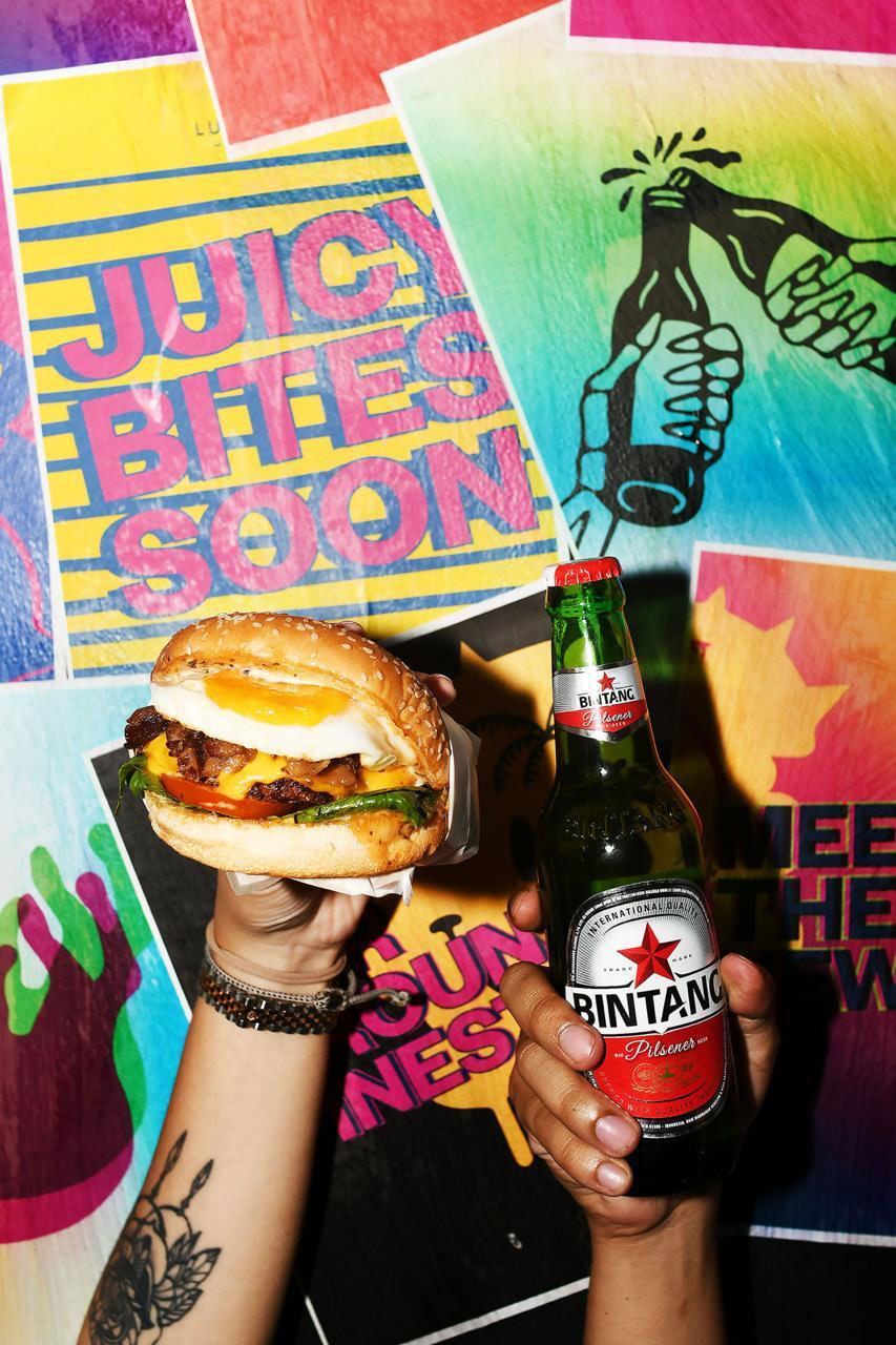 "<img src=""https://lucyintheskyjakarta.com/wp-content/uploads/2020/12/lucy-beer-burger-bar.png"" width=""60%"" align=""center""></img>"